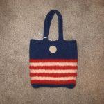 This medium size purse is very patriotic